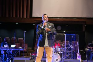 Radio personality and gospel artist Lonnie Hunter emceed the event. Photo: Ven Sherrod
