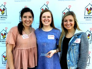 Samford ADPi members pose with their volunteer award.