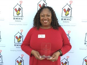 Jessina Johnson poses with her volunteer award