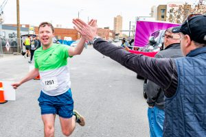 Runner high fives a supporter.